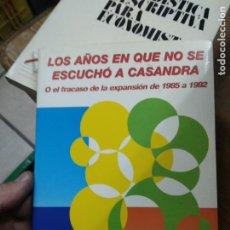 Libros de segunda mano: LOS AÑOS EN QUE NO SE ESCUCHÓ A CASANDRA, JUAN VELARDE FUERTES. L.14508-1194. Lote 262442050