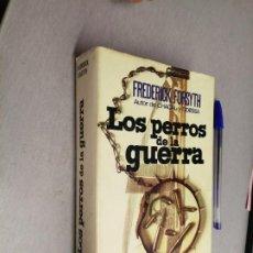 Libros de segunda mano: LOS PERROS DE LA GUERRA / FREDERICK FORSYTH / PLAZA & JANÉS 1974. Lote 262932555