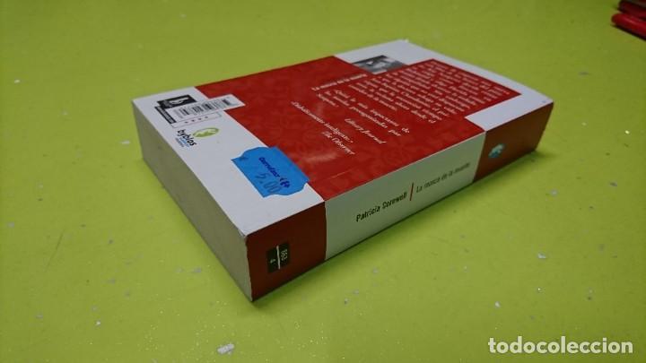 Libros de segunda mano: LA MOSCA DE LA MUERTE, PATRICIA CORNWELL - Foto 2 - 263042885