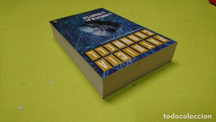 Libros de segunda mano: LA MOSCA DE LA MUERTE, PATRICIA CORNWELL - Foto 3 - 263042885