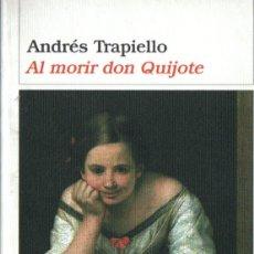 Libros de segunda mano: ANDRÉS TRAPIELLO : AL MORIR DON QUIJOTE (DESTINO, 2004) PRIMERA EDICIÓN. Lote 265824414