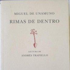 Libros de segunda mano: RIMAS DE DENTRO. LECTURA DE ANDRES TRAPIELLO. - UNAMUNO, MIGUEL DE.. Lote 267056539
