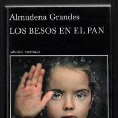 Libros de segunda mano: ALMUDENA GRANDES LOS BESOS EN EL PAN TUSQUETS 2015 COL ANDANZAS Nª 868 FIRMADO DEDICADO MADRID 2015. Lote 275859328