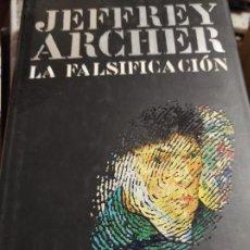 Libros de segunda mano: LA FALSIFICACIÓN POR JEFFREY ARCHER. Lote 277534648