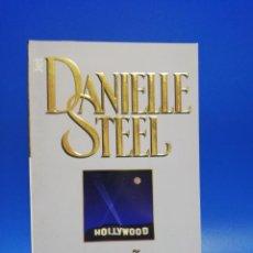 Libros de segunda mano: EL SUEÑO DE UNA ESTRELLA. DANIELLE STEEL. 1ª EDICION. 2002. PAGS. 438.. Lote 286615118