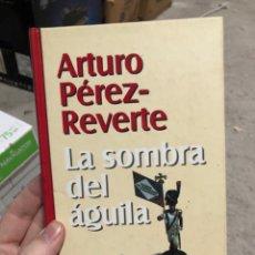 Livros em segunda mão: ARTURO PÉREZ REVERTE: LA SOMBRA DEL ÁGUILA. Lote 286841728