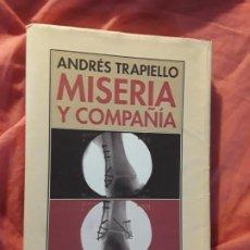 Libros de segunda mano: MISERIA Y COMPAÑÍA, DE ANDRÉS TRAPIELLO (SALÓN DE LOS PASOS PERDIDOS). ÚNICO EN TC, RARO. EXCELENTE. Lote 287495158