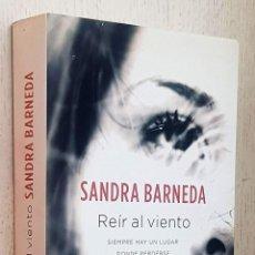 Libros de segunda mano: REÍR AL VIENTO - BARNEDA, SANDRA. Lote 288595858