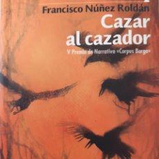 Libros de segunda mano: CAZAR AL CAZADOR FRANCISCO NUÑEZ ROLDAN V PREMIO NARRATIVA CORPUS BARGA ALGAIDA 2007. Lote 289949913