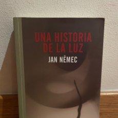 Libros de segunda mano: UNA HISTORIA DE LA LUZ JAN NEMEC. Lote 295524133