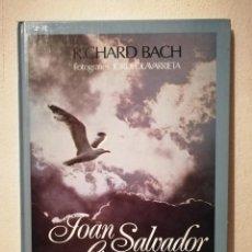 Libros de segunda mano: LIBRO - JOAN SALVADOR GAVIOTA - FOTOGRAFIA - DE RICHARD BACH - EN CATALAN. Lote 295550593