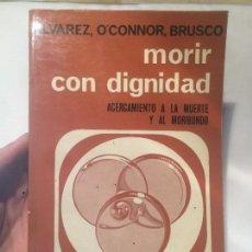Libros de segunda mano: ANTIGUO LIBRO MORIR CON DIGNIDAD ESCRITO POR ALVAREZ O'CONNOR BRUSCO AÑO 1976 . Lote 64832451