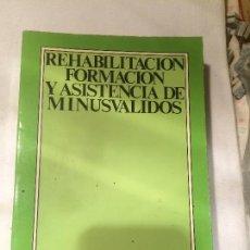 Libros de segunda mano: ANTIGUO LIBRO REHABILITACION FORMACION Y ASISTENCIA DE MINUSVALIDOS EDITORIAL SEREM AÑO 1977. Lote 66888038