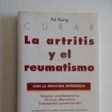 Libros de segunda mano: CURAR LA ARTRITIS Y EL REUMATISMO CON LA MEDICINA INTEGRADA - PAT YOUNG - RICHARD THOMAS. Lote 70514481