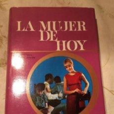 Libros de segunda mano: ANTIGUO LIBRO LA MUJER DE HOY ESCRITO POR ANA MARIA CALERA Y JULIO C. ACERETE AÑO 1971 . Lote 98388647