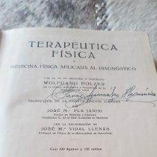 Libros de segunda mano: LIBRO TERAPÉUTICA FÍSICA 1947 POR HOLZER FIRMADO POR MÉDICO. Lote 103042086