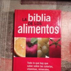 Libros de segunda mano: LA BIBLIA DE LOS ALIMENTOS. TODO LO QUE HAY QUE SABER SOBRE LAS CALORÍAS, VITAMINAS, MINERALES,.... Lote 109022479