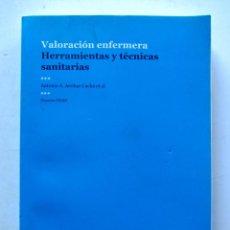 Libros de segunda mano: VALORACIÓN ENFERMERA. HERRAMIENTAS Y TÉCNICAS SANITARIAS. ANTONIO A. ARRIBAS CACHÁ. FUDEN 2015. ILUS. Lote 109553943