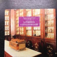 Libros de segunda mano: LA FARMACIA A LES ILLES BALEARS, BUJOSA, FRANCESC I MARCH, JOAN, 2000. Lote 130031951