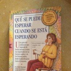 Libros de segunda mano: QUÉ SE PUEDE ESPERAR CUANDO SE ESTÁ ESPERANDO (MURKOFF, EISENBERG Y HATHAWAY). Lote 135106793