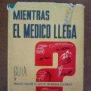 Libros de segunda mano: MIENTRAS EL MEDICO LLEGA, GUIA DE PRIMEROS AUXILIOS EN CASO DE ENFERMEDAD O ACCIDENTE - DAIMON. Lote 161276806