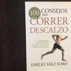 Libros de segunda mano: 100 CONSEJOS PARA CORRER DESCALZO. EMILIO SÁEZ. Lote 173431468