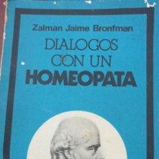 Libros de segunda mano: DIALOGOS CON UN HOMEOPATA - ZALMAN. Lote 234515210