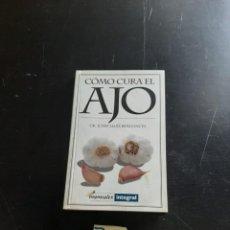 Libros de segunda mano: COMO CURA EL AJO. Lote 284426063