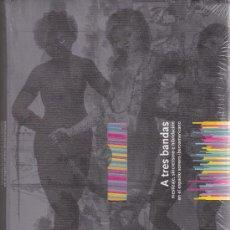 Libros de segunda mano: A TRES BANDAS (LIBRO + CD). Lote 37201293