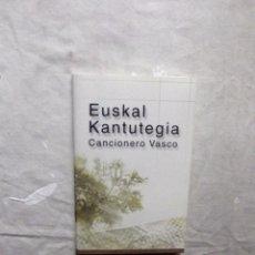 Libros de segunda mano: CANCIONERO VASCO EUSKAL KANTUTEGIA. Lote 98398887