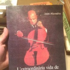 Libros de segunda mano: ANTIGUO LIBRO L'EXTRAUDINÀRIA VIDA DE PAU CASALS POR JOAN ALAVEDRA AÑO 1989 . Lote 110130687