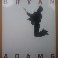 Libros de segunda mano: BRYAN ADAMS FOTOGRAFÍA MÚSICA LIBRO LIBRETO TOUR GIRA 1995. Lote 126579699