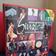 Libros de segunda mano: ENCICLOPEDIA OF SINGLES, 1000 BEST EVER SINGLES - PAUL DU NOYER - PARRAGON, 1998 (INGLÉS). Lote 129721680