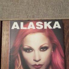 Libros de segunda mano: ALASKA. EDITORIAL LA MÁSCARA MARIO VAQUERIZO 2001 FIRMADO. Lote 137861937