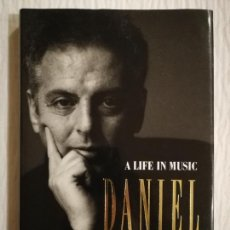 Libros de segunda mano: A LIFE IN MUSIC, DANIEL BARENBOIM . NUEVO. Lote 138886114
