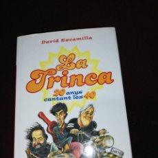 Libros de segunda mano: DAVID ESCAMILLA, LA TRINCA 20 ANYS CANTANT LES 40. Lote 143659190