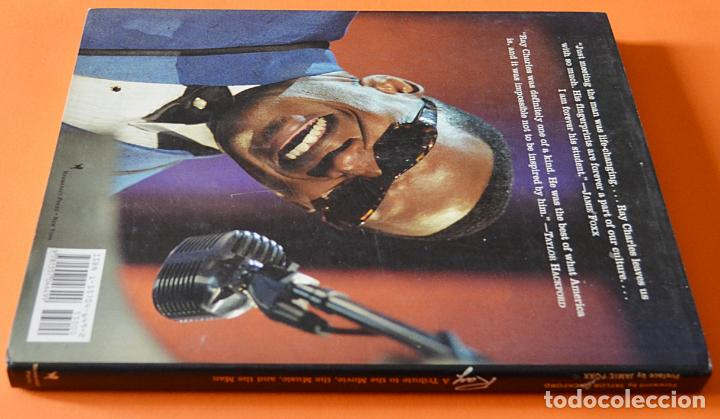 Libros de segunda mano: RAY - A TRIBUTE TO THE MOVIE, THE MUSIC AND THE MAN - LIBRO DE RAY CHARLES Y PELÍCULA RAY - INGLES - Foto 2 - 150267986