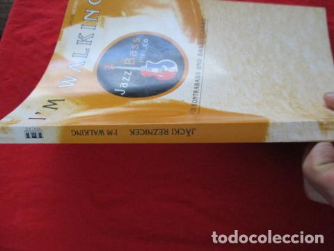 Libros de segunda mano: Im Walking - Jazz Bass. Mit CD: Für Kontrabass und Bassgitarre (COMO NUEVO) EN ALEMAN - Foto 2 - 157871862