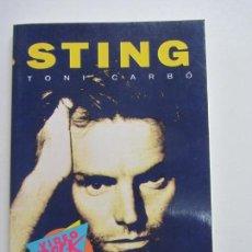 Libros de segunda mano: STING - CARBÓ, TONI VIDEO ROCK SALVAT, 96 PAGINAS 13X18 FOTOS CS140B. Lote 160963570