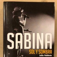 Libros de segunda mano: JOAQUÍN SABINA, SOL Y SOMBRA. JULIO VALDEÓN. EDITA EFE EME 2017.. Lote 207625536