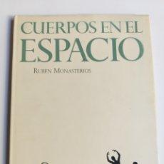 Libros de segunda mano: CUERPOS EN EL ESPACIO. EL BAILE DE ATRÁS VENEZOLANO DE NUESTROS DÍAS RUBÉN MONASTERIOS . DANZA. Lote 221536151