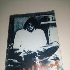 Libros de segunda mano: ALBERTO MANZANO , NEIL YOUNG , LAS CANCIONES EDICIÓN BILINGÜE. Lote 284807523