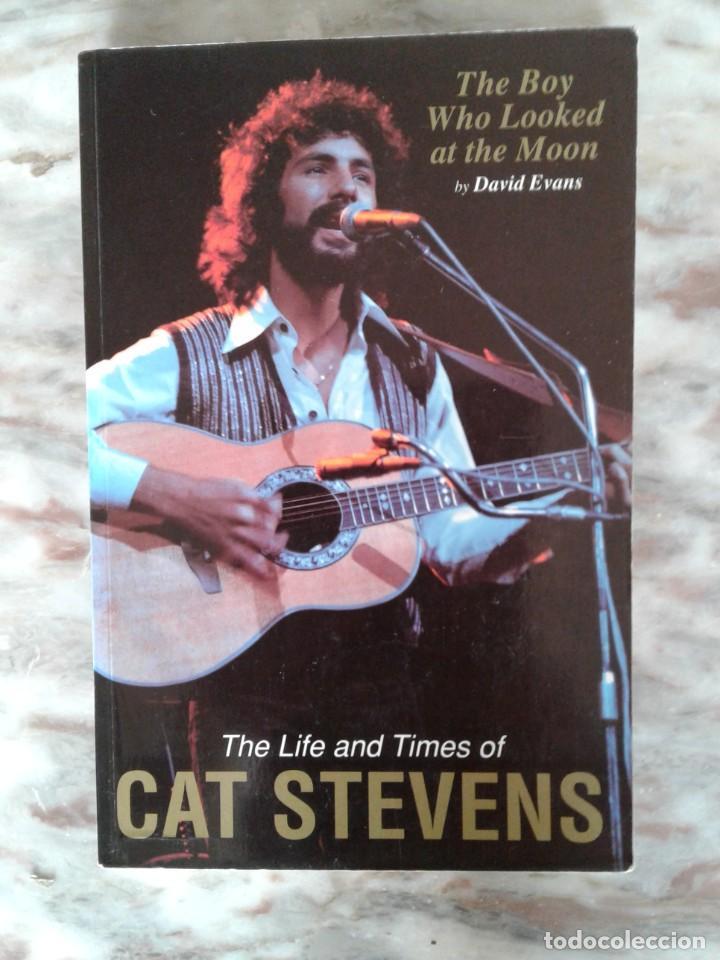 THE BOY WHO LOOKED AT THE MOON: THE LIFE AND TIMES OF CAT STEVENS TAPA BLANDA – 1 ENERO 1995 DE D. E (Libros de Segunda Mano - Bellas artes, ocio y coleccionismo - Música)