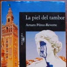 Libros de segunda mano: LA PIEL DEL TAMBOR (ARTURO PÉREZ-REVERTE). Lote 50763430