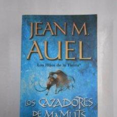 Libros de segunda mano: LOS HIJOS DE LA TIERRA. - JEAN M. AUEL. - LOS CAZADORES DE MAMUTS. TDK283. Lote 160042510