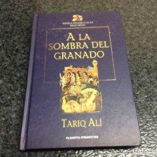 Libros de segunda mano: A LA SOMBRA DEL GRANADO / TARIQ ALÍ.. Lote 69624189