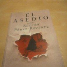 Libros de segunda mano: EL ASEDIO. ARTURO PEREZ-REVERTE. Lote 69860933