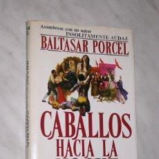 Libros de segunda mano: CABALLOS HACIA LA NOCHE. BALTASAR PORCEL. NOVELISTAS DEL DÍA. PLAZA Y JANÉS 1977. PORTADA DE SANROMÁ. Lote 87064340