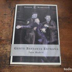 Libros de segunda mano: GENTE BASTANTE EXTRAÑA, JUAN MADRID, ESPASA, 2001. Lote 98429487