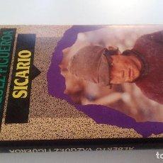 Libros de segunda mano: SICARIO-ALBERTO VAZQUEZ FIGUEROA-CIRCULO DE LECTORES 1992-TAPAS DURAS + CUBIERTA-ILUSTRADO VER FOT. Lote 101711875